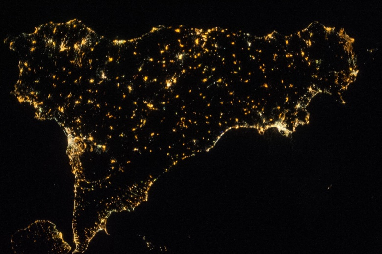 MaxPixel.freegreatpicture.com-International-Space-Station-Italy-Sicily-Europe-1781269.jpg